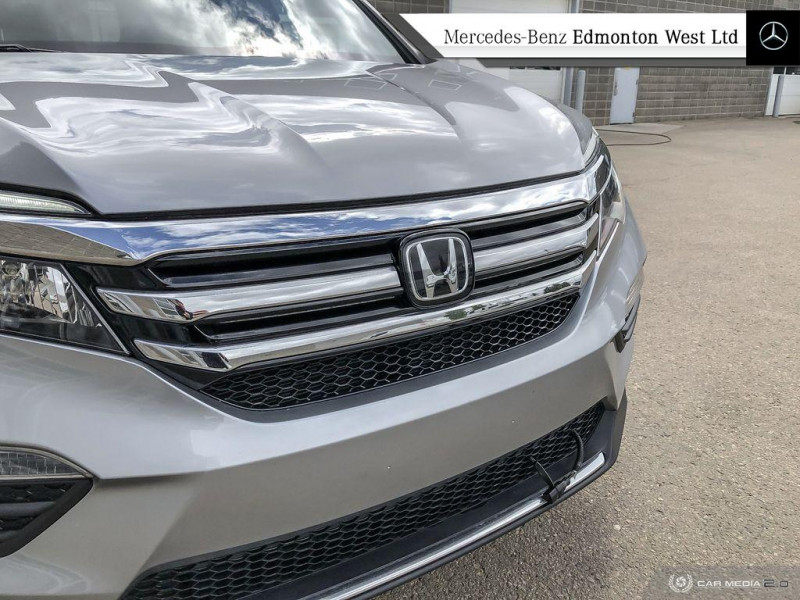 Pre-Owned 2017 Honda Pilot Touring One Owner, 2 Tire Sets